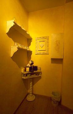 A filo coffe break Ghiro Wall Lights, Home Decor, Appliques, Wall Fixtures, Interior Design, Home Interior Design, Home Decoration, Decoration Home, Interior Decorating