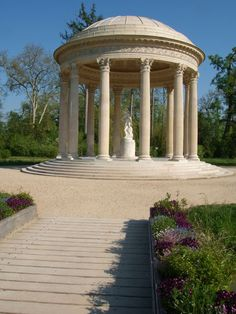 The temple of love | Marie-Antoinette's estate - Palace of Versailles