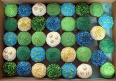 This is a great way to incorporate peacock into a low budget wedding. You could use Wilton colors to dye icing in an array of peacock colors and decorate your own cupcakes Peacock Colors, Peacock Theme, Peacock Wedding, Peacock Blue, Peacock Cupcakes, Yummy Cupcakes, Cupcake Photos, Themed Wedding Cakes, Wedding Cupcakes