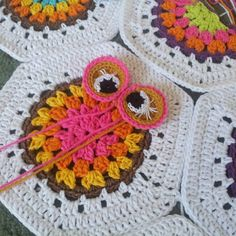 Kalan ipleri degerlendirmek lazim - Eh bende oyle yapiyorum... Yeni bebek battaniyesi baykuslu.We must use the leftovers from staah yarn so am I doing it now. New baby blanket coming soon or new scrapghan  Stay tuned for further pics  Have a nice day from me.  #owl #crochetafghan #crochet #crochetowl #crochetowlblanket #crochetpattern #babyblanket #babyblanketpattern #babyshowergift #babyshower #häkeln #ganchillo #vqzaniepled #pled #owl #orgubaykus #nakoileoruyorum #nakocalico #yarnartjeans…