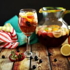 Sangria is light and refreshing but sometimes you have to nix the booze. My non-alcoholic virgin sangria mocktail is perfect for a baby shower, kids party, or just because. Summer Drinks, Fun Drinks, Beverages, Healthy Drinks, Healthy Treats, Virgin Sangria, Non Alcoholic Sangria, Smoothies, Mexican Drinks