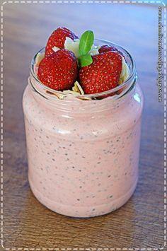 Truskawkowy jogurt z chia