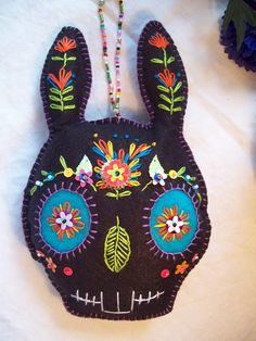 Sugar skull Easter bunny by lesliesvarietyshow on Etsy Day Of The Dead Skull, Mexican Folk Art, Easter Bunny, Felt Bunny, Hoppy Easter, Skull Art, Felt Crafts, Halloween Crafts, Hand Embroidery