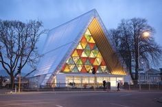 Would you believe this building is made out of cardboard? (Christchurch Cathedral, New Zealand) Architect Shigeru Ban wins 2014 Pritzker Prize. Shigeru Ban, Toyo Ito, Contemporary Architecture, Interior Architecture, Cathedral Architecture, Paper Architecture, Bamboo Architecture, Temple Architecture, Container Architecture
