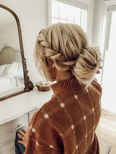 Easy Bun Hair Tutorial, Step by Step - Casey Wiegand of The Wiegands Bun Hairstyles For Long Hair, Step By Step Hairstyles, Hair Dos, Wedding Hairstyles, Sporty Hairstyles, Dance Hairstyles, Quick Hairstyles, Low Bun Tutorials, Braided Hairstyles Tutorials