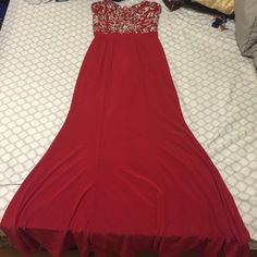 Long red simple dress Bought completely new at Windsor. Only worn once. The top half of dress is the best part really sparkly and pretty. Bottom part is tight fitting but really shows off your figure. It's simple but absolutely gorgeous. Will never wear again, size is 5/6. In great condition! WINDSOR Dresses Prom