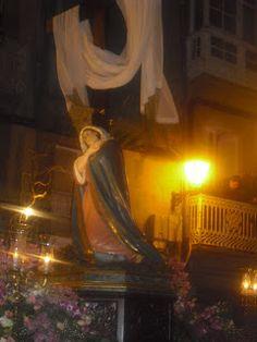 María al Pie de la Cruz (Modesto Quilis – 1908) llevado por las mujeres de la Hermandad de la Santa Cruz.  - See more at: http://cofradesviveiro.blogspot.com.es/2014/04/la-procesion-de-la-pasion-este-viernes.html#sthash.w5LMoWne.dpuf