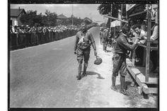 Erster Grand Prix Moto, Genf, 9./10. Juni 1923.   Dinkel beim Verpflegungsstand.