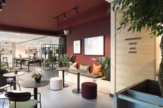 Office Tour: x+why Coworking Offices – London – Office lounge Office Interior Design, Office Interiors, Space Interiors, Modern Interior, Creative Office, Work Cafe, Commercial Office Design, Office Lounge, Cozy Office