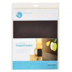 Set de 4 feuilles papier magnétique imprimable pour Silhouette. Utilisez la fonction découpe après impression de la Silhouette pour créer des magnets personnalisés grâce à ces feuilles de papier magnétique imprimable ! A partir de 12.00€ >>> https://www.perlesandco.com/Set_de_4_feuilles_papier_magnetique_imprimable_pour_Silhouette_216x28_cm-p-83246.html