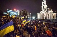 Vitalii Ovcharenko    @vital_ovchar Читаєте Ви читаєте @vital_ovchar Більше 4 роки тому у Донецьку на мітингу саме біля Собору здавалось, що все буде добре і до якихось негативних сценаріїв не дійде.  Тоді 4,5 та 13 березня 2014 року, донеччани збирались під жовто-синіми прапорами щоб сказати що «Донбас - це Україна».  Але було вже запізно...