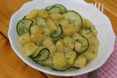 Bayrischer Kartoffelsalat mit Gurke, ein schmackhaftes Rezept aus der Kategorie Kartoffel. Bewertungen: 98. Durchschnitt: Ø 4,2.
