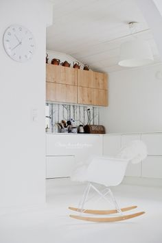 Scandinavian kitchen | Vitra RAR-chair. Interior designer : laura seppanen | Photographer : pauliina salonen