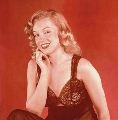 Marilyn Monroe photographed by Laszlo Willinger around 1948 <3