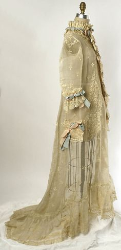 Peignoir Date: Culture: French Medium: cotton, silk. Vintage Gowns, Vintage Lingerie, Vintage Outfits, 1870s Fashion, Victorian Fashion, Victorian Era, Vintage Fashion, Antique Clothing, Historical Clothing