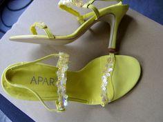 Für die Regenbogensammlung der Schuhe. No rainbow shoe collection without yellow ;)
