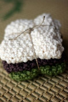 knitted facecloth....these would make a sweet gift with a pretty bar of soap.