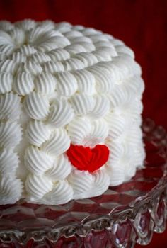 gorgeous creatively made white cake....