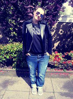 Leather jacket; sweater; Mango; Boyfriend jeans; Asos Maternity; Sneaker; New Look; Mirror Sun Glasses; CundA; pregnant, Plussize, curvy, curve, girl, women, woman, fat, big, fashion, mode, blog, life, lifestyle, plus, size, plussize, Übergrößen, dick, frau, frauen, kurven, kurvig, inbetweener, inbetweenie, inbetween, fatshion, plussize,