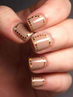 Nail art con tocco dorato