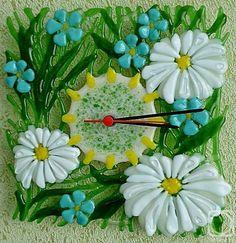 """Репина Алёна. Ажурные настенные часы """"Цветущая опушка"""" стекло, фьюзинг"""