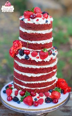 These dreamy and rustic wedding cakes have all of our attention! This enchanting wedding cake inspiration is sweetly elegant for any bride to adore. Wedding Cake Rustic, Cool Wedding Cakes, Beautiful Wedding Cakes, Wedding Cake Designs, Beautiful Cakes, Cupcakes, Cupcake Torte, Wedding Cake Decorations, Wedding Desserts