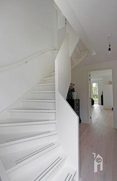 Bouwgroep Huiskes, notariswoning moderne stijl met een mooi trap naar de verdieping.