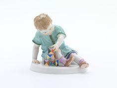 Kind m.Baustein., Bunt staffiert, H 11 cm