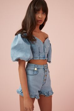 crop top outfits with skinny jeans Denim Fashion, Look Fashion, Womens Fashion, Classy Fashion, Blue Fashion, Urban Fashion, Vintage Fashion, Denim Crop Top, Crop Tops