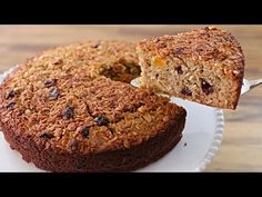 If you like cakes and desserts but worried about your diet, this healthy oatmeal cake with dried fruits may be the solution for you. Healthier cake recipe, without processed sugar, without butter or tons of fat, gluten free and really easy to make. Healthy Oatmeal Cake Recipe, Healthy Cake Recipes, Healthy Desserts, Easy Recipes, Cooking Recipes, Food Cakes, Oatmeal Dessert, Peanut Butter Oatmeal Bars, Banana Madura