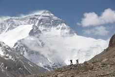 http://www.washingtoncitypaper.com/blogs/artsdesk/files/2010/08/Conrad-Anker-and-Leo-Houlding-search-for-the-truth-about-Mallorys-Everest-expedition.-1024x686.jpg