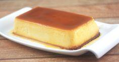 Pax: 8 porciones INGREDIENTES  12 galletas dulces 500 ml de leche 100 gr de azúcar 5 huevos 150 gr de azúcar 60 ml de agua 5 ml de vainilla   PREPARACIÓN En una sartén agregar 100 gr de azúcar y el agua, llevar a fuego medio. Calentar hasta formar el caramelo rubio. Verter sobre el molde.  El caramelo a partir de agua y azúcar es una forma fácil de hacerlo, la única condición que tiene es que no se debe mover o revolver con cuchara u otro utensilio. Solo se puede mover la olla o satén…