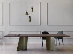テーブル MAGGESE by Miniforms デザイン: Paolo Cappello