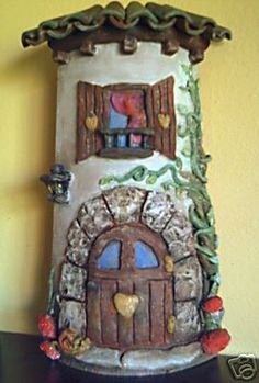 Risultati immagini per tejas decoradas en relieve Clay Fairy House, Fairy Garden Houses, Fun Crafts, Diy And Crafts, Arts And Crafts, Ceramica Exterior, Popsicle Stick Houses, Clay Fairies, Play Clay