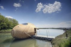 KLH Blog :: Das eiförmige Hausboot