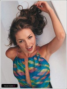 Thalia Sodi Collection, Mexican Actress, Bella Hadid, Poses, Beautiful Women, Celebs, Singer, Actresses, Lady