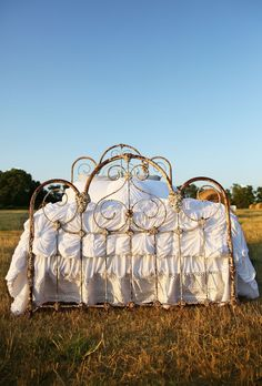 Search results for: 'the lazybones jersey comforter light colors' - Junk GYpSy co. Antique Iron Beds, Wrought Iron Beds, Antique Metal, Junk Gypsy Bedroom, Gypsy Room, French Country Bedrooms, My New Room, Dream Bedroom, Master Bedroom