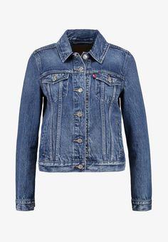 Levi's® ORIGINAL TRUCKER - Veste en jean - soft as butter dark - ZALANDO.CH Textiles, Dark Denim, Blue Denim, Levis Original, Jeans Levi's, Middle Aged Women, Models, Pocket Detail, Mannequin