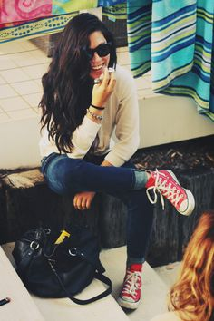 Traveling clothes- high top converse, skinny jeans and gorgeous sunglasses ♥
