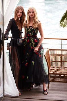 The complete Elie Saab Resort 2019 fashion show now on Vogue Runway. Elie Saab Couture, Couture Mode, Couture Fashion, Runway Fashion, High Fashion, Fashion Beauty, Fashion Looks, Ellie Saab, Mode Steampunk