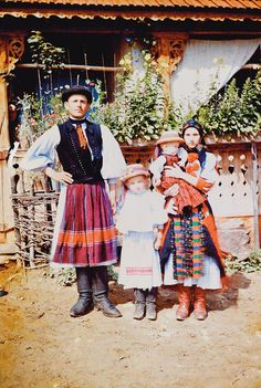 Young family dressed in traditional clothing, from Méra, a village in Kalotaszeg region located in Kolozs county in Transylvania/Hungary. Folk Costume, Costumes, World Of Fashion, Fashion Art, Man Skirt, Hungarian Embroidery, Young Family, Festival Dress, My Heritage