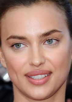 The Best Beauty Inspiration at the 2016 Cannes Film Festival Turkish Women Beautiful, Most Beautiful Faces, Beautiful Eyes, Celebrity Makeup Looks, Celebrity Skin, Blush Makeup, Hair Makeup, Hollywood Actress Photos, Retro Makeup