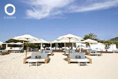 White and stylish, El Chiringuito Restaurant #ibiza #beachrestaurant http://www.bonderco.com/ibiza