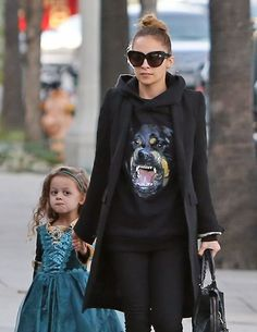Get The Look: Nicole Richie on LoLoBu. Discover what she wears.