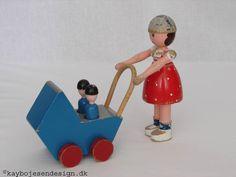 Painted wood mother with pram toy figures, Denmark, by Kay Bojesen. Antique Toys, Vintage Toys, Scandinavian Toys, Pram Toys, Conkers, Japanese Toys, Vinyl Toys, Designer Toys, Wood Toys