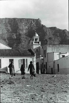 Distric Six Cape Town Pic Ian Bruce Huntley It is written that Cape Town's Zambezi Restaurant in Hanover Street, District Six,. Cape Town South Africa, Colonial Architecture, Out Of Africa, Most Beautiful Cities, African History, Vintage Photographs, Old Photos, Hanover Street, Cape Dutch