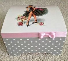 Caja pinup rosa y gris  Like the paper & pink ribbon. e
