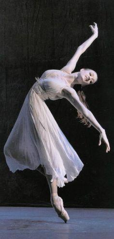 Gillian Murphy, American Ballet Theatre - one amazing ballerina! American Ballet Theatre, Ballet Theater, Shall We Dance, Lets Dance, Tutu, Dance Like No One Is Watching, Dance Movement, Ballet Beautiful, Beautiful Person