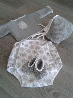 Baby Girl Cardigan Crochet Baby Jacket K - Diy Crafts - maallure Crochet Baby Jacket, Crochet Baby Hats, Baby Girl Cardigans, Baby Sweaters, Knitting For Kids, Baby Knitting, Baby Patterns, Knitting Patterns, Baby Barn