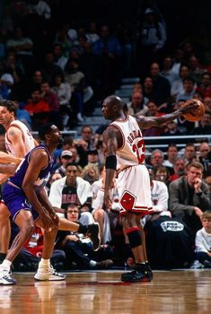Fotografia de notícias : Michael Jordan of the Chicago Bulls holds the. Jordan 23, Jeffrey Jordan, Jordan Bulls, Michael Jordan Basketball, Jordan Logo, Michael Jordan Last Game, Michael Jordan Pictures, Jordan Photos, Nba